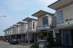 Rumah Baru Siap Huni Perumahan Royal Park Residence Gununganyar Surabaya - The EdGe