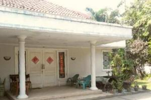 Rumah Hook Di Tengah Kota Surabaya - The EdGe