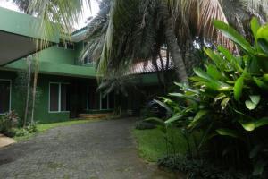 Rumah Luas ASRI ada kolam renang cuma 15Jtan permtr di Kemang Jakarta Selatan