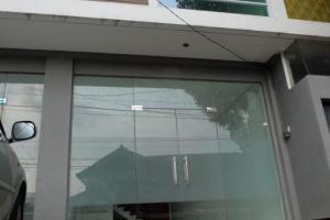 Dijual ruko 3 lantai di pusat kota Bandung. Lokasi sangat strategis.