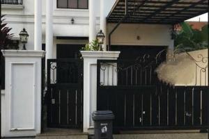 Rumah Second Yang Nyaman Ada Kolam Renang Pribadi di Kalisari Jakarta Timur