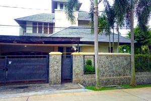Rumah Mewah Disewakan dengan Style Bali ada Kolam Renang di Cibubur Cimanggis Depok
